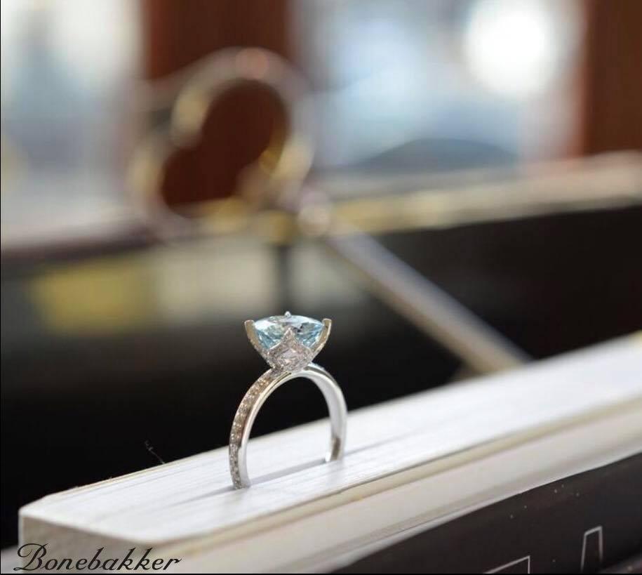 solitair ring witgoud aquamarijn en diamant