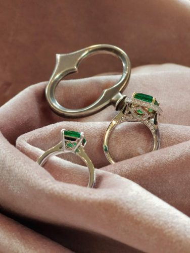 key-of-amsterdam-ring-emerald-diamonds