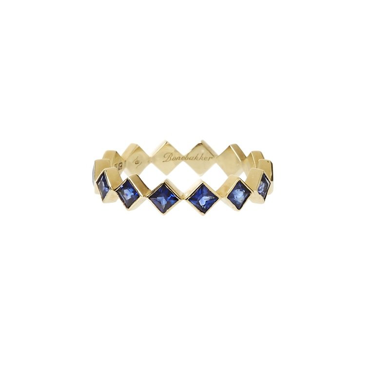 18kt yellow gold ring set with princess cut sapphires